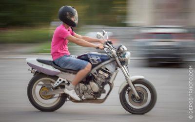 Achtung an alle Motorradfahrer: Schutzkleidung ist laut OGH Pflicht – auch bei kurzen Strecken!